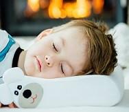 Poduszka ortopedyczna dla dziecka. Od kiedy dziecko powinno na niej spać i dlaczego jest to tak ważne?
